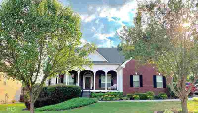 2851 Haddington Trce DACULA Three BR, Ranch on a Full Basement on
