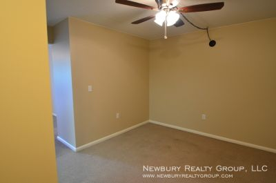 SPACIOUS - ONE BEDROOM TOWNHOUSE APT.