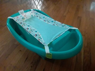 Baby bath with newborn infant net
