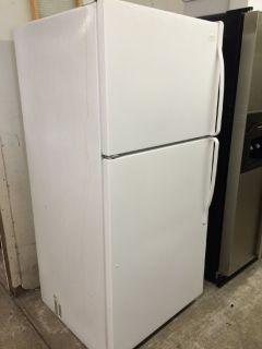 Whirlpool 18cu.ft Top Freezer Refrigerator in White