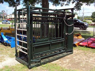 LARGE heavy duty livestock squeeze chute with automatic head gate NEW