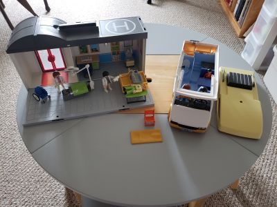 Play mobile toys, hospital and camper