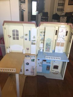 Barbie happy family smart house! Good Condition! Super cute!makes sound and lights up!