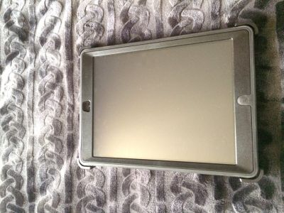 IPAD AIR 1 (16GB) with LTE and otter box case
