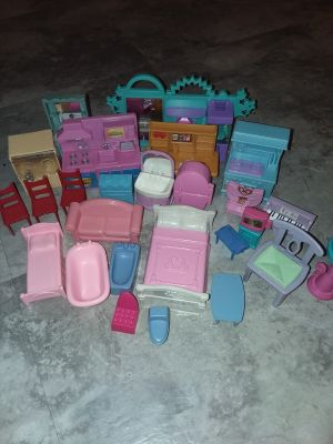 Furniture for dolls smaller than a polly pocket