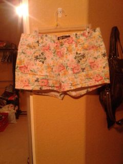 Like brand new the most adorable floral shorts ever!! They fit so cute size 15 $5