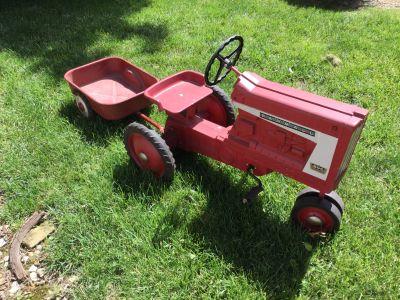 Vintage 806 Farmall Pedal Tractor & Wagon