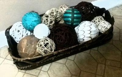 (LARGE) POTTERY BARN BASKET & DECORATIVE BALLS......NEW CONDITION