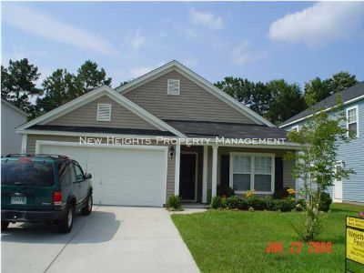 Single-family home Rental - 204 Emerald Isle Dr
