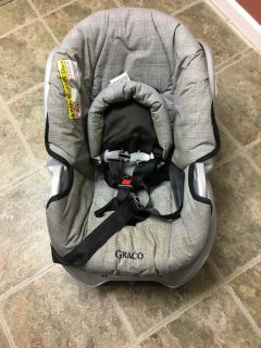 Grey infant car seat and base (Graco)