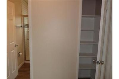 1 bedroom Apartment - Located in a six unit building just block a few blocks from 's Park. Carport p