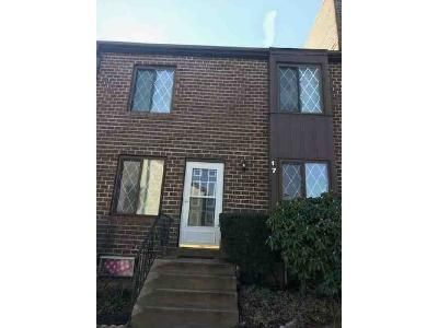 2 Bed 1 Bath Foreclosure Property in Brookhaven, PA 19015 - Hilltop Dr