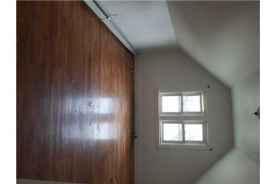 1 Spacious BR in Saint Albans. Parking Available!