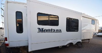 *2008 MONTANA 5TH WHEEL TRAILER*ENTERTAINMENT W/DESK*$25,900 OBO*