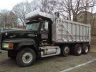 Used 2000 Mack CL713 for sale.