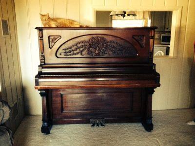 1902 Kingsbury upright piano