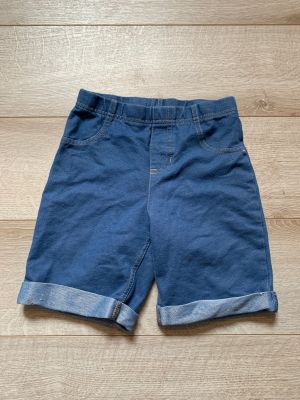Size 8 shorts stretchy material have pockets