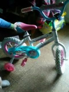 girl bike pick up only $25 new