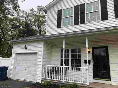 76-78 Mariners CT Plainfield Two BR, this well kept 1/2 duplex