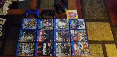 Ps4 games, 2 controllers and headset