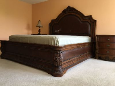 King Bed with 2 night stands