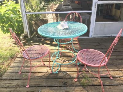 Outdoor iron patio table and chairs