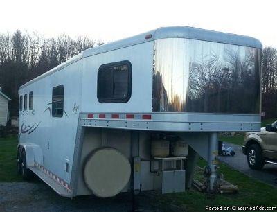 2001 Kiefer Genesis S340 3 Horse trailer living quarters