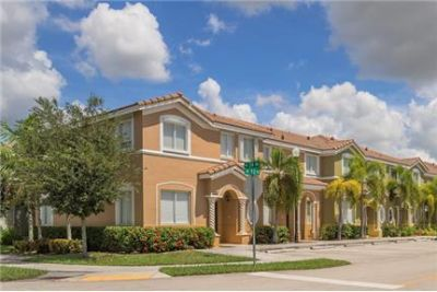3 bedrooms Apartment - Located in the heart of Keys Gate in Homestead, FL.