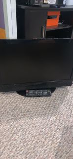 Dynex TV 24 inch with wall mount and remote
