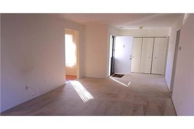 Attractive 2 bed, 2 bath. Parking Available!