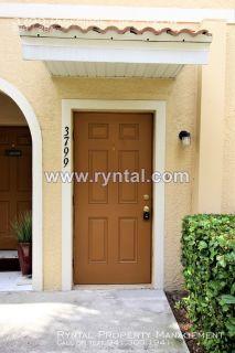 Beautiful 3 Bedroom Townhouse in Sarasota!