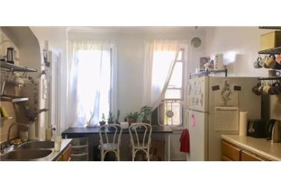 1 bedroom House - Lovely Large railroad style walk through apartment.