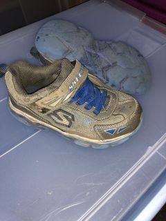 Boys Skechers shoes size 12 good condition