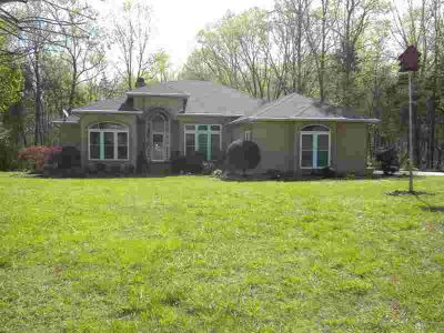 340 Dry Creek Ln Winchester, Beautiful Lakefront home in Dry