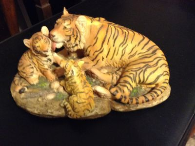 Tiger mama and cubs figurine, excellent condition $12