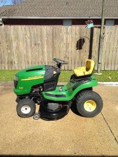 JOHN DEERE L100 Riding Mower