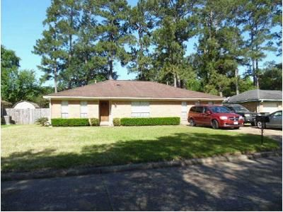 3 Bed 2 Bath Foreclosure Property in Beaumont, TX 77706 - Stacewood Dr