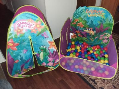 Toddlers tent with ball pit