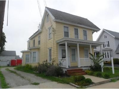 2 Bed 1.5 Bath Foreclosure Property in Woodstown, NJ 08098 - East Ave