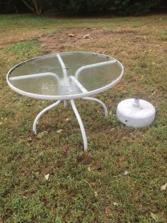 Table W Hole for umbrella, and the round stand it fits in