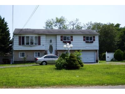 Preforeclosure Property in West Babylon, NY 11704 - Commander Ave
