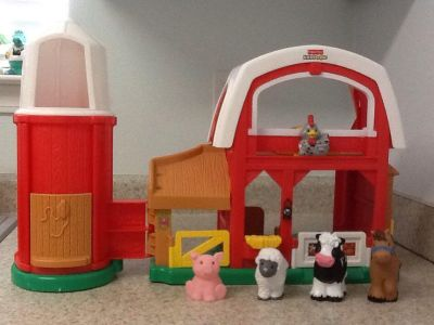 Fisher Price Little People Farm with 4 animals . It makes chicken , horse , pig , lamb & cow sounds . The silo door opens for storage. See a