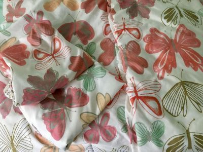 Pillow fort full/queen comforter and two pillow shams - great condition
