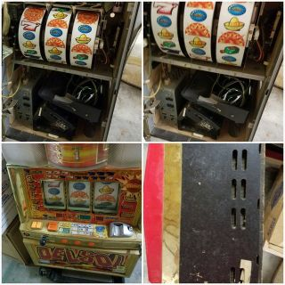 Del Sol slot machine with tokens