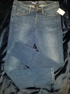 NWT. Mossimo skinny jeans 26R
