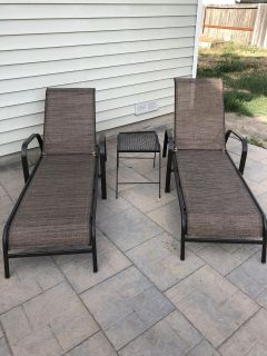 Nice lounge chairs & table. Hardly used