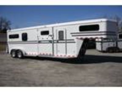 2019 Gore 2+1 w/ 5' Dresser and Large Box Stall 3 horses