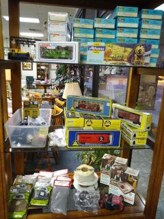 Vintage HO Train Cars and Accessories