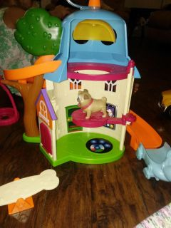 Puppy dog pals playset. Vguc. Meets are in profile.