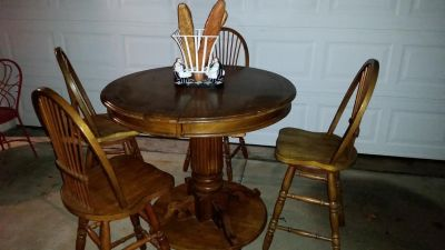 Oak / Pub Style / 5 Piece Swivel Bar Stool Dining Table Set
